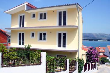 Mastrinka, Čiovo, Property 5997 - Apartments near sea with pebble beach.