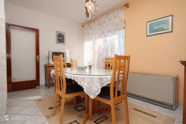 Slatine, Dining room in the apartment, WiFi.
