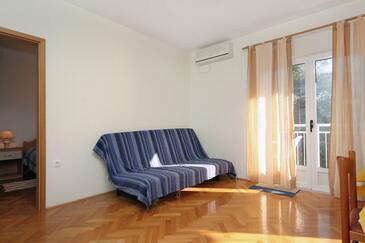 Slatine, Obývacia izba v ubytovacej jednotke apartment, dostupna klima i WIFI.
