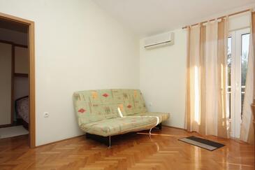Slatine, Obývací pokoj v ubytování typu apartment, klimatizácia k dispozícii a WiFi.