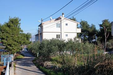 Slatine, Čiovo, Property 5999 - Apartments with pebble beach.