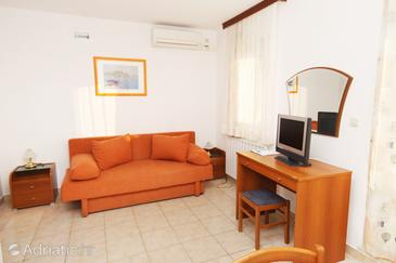 Baška Voda, Living room in the apartment, dostupna klima.
