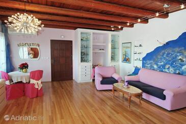 Dugi Rat, Living room in the apartment, dostupna klima i WIFI.