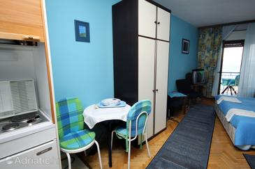 Lokva Rogoznica, Dining room in the studio-apartment, (pet friendly) and WiFi.