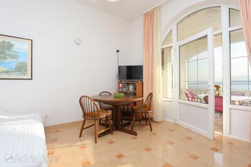 Brela, Jídelna v ubytování typu apartment, s klimatizací a domácí mazlíčci povoleni.