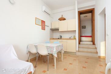 Brela, Столовая в размещении типа apartment, доступный кондиционер и Домашние животные допускаются.