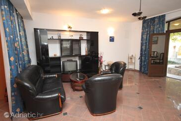 Brela, Living room in the studio-apartment, dopusteni kucni ljubimci i WIFI.