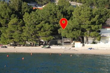 Brela, Makarska, Szálláshely 6007 - Apartmanok a tenger közelében kavicsos stranddal.