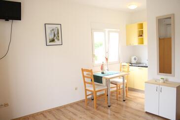 Slatine, Столовая в размещении типа studio-apartment, WiFi.
