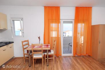 Slatine, Dining room in the studio-apartment, WIFI.
