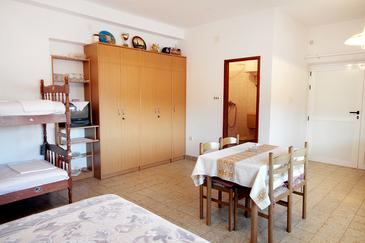 Poljica, Jedáleň v ubytovacej jednotke studio-apartment, WIFI.