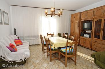 Supetar, Living room in the apartment, air condition available and WiFi.