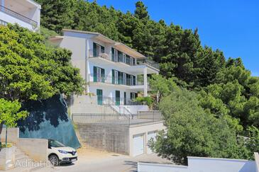 Brela, Makarska, Property 6043 - Apartments with pebble beach.