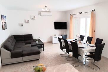 Podstrana, Obývacia izba v ubytovacej jednotke house, klimatizácia k dispozícii a WiFi.