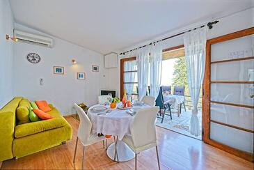 Postira, Obývací pokoj v ubytování typu house, s klimatizací, domácí mazlíčci povoleni a WiFi.