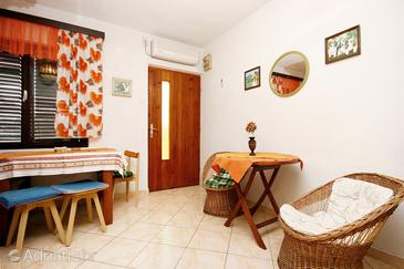 Podaca, Dining room in the apartment, air condition available and WiFi.