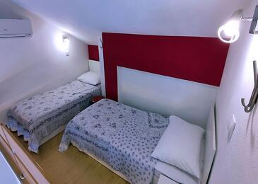 Tučepi, Obývací pokoj v ubytování typu apartment, s klimatizací a WiFi.