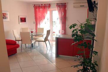 Tučepi, Dining room in the apartment, WiFi.