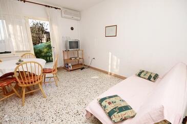 Kaštel Stari, Living room in the apartment, air condition available, (pet friendly) and WiFi.
