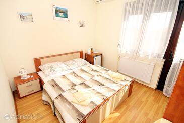 Kaštel Štafilić, Bedroom in the room, dostupna klima i WIFI.