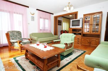 Okrug Gornji, Living room in the apartment, dostupna klima i WIFI.