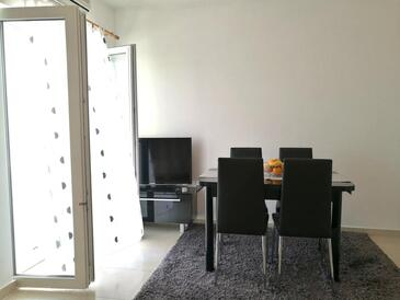 Podstrana, Comedor in the apartment, air condition available y WiFi.