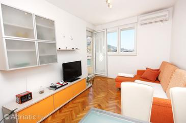 Omiš, Living room in the apartment, air condition available and WiFi.