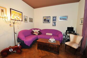 Split, Living room in the apartment, dopusteni kucni ljubimci i WIFI.
