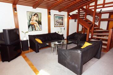Podgora, Obývací pokoj v ubytování typu apartment, dostupna klima i WIFI.