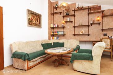 Makarska, Living room in the apartment, dostupna klima.