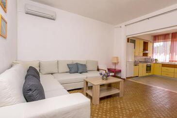 Stupin Čeline, Obývací pokoj 1 v ubytování typu house, domácí mazlíčci povoleni a WiFi.