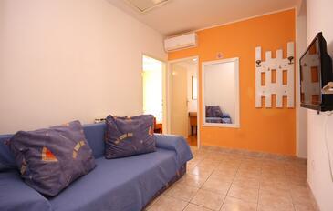Brodarica, Pokój dzienny w zakwaterowaniu typu apartment, Dostępna klimatyzacja i WiFi.