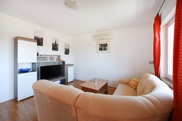 Petrčane, Living room in the apartment, dostupna klima, dopusteni kucni ljubimci i WIFI.