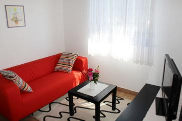 Grebaštica, Living room in the apartment, dopusteni kucni ljubimci i WIFI.