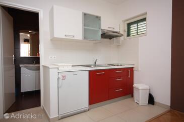 Tisno, Kitchen in the studio-apartment.