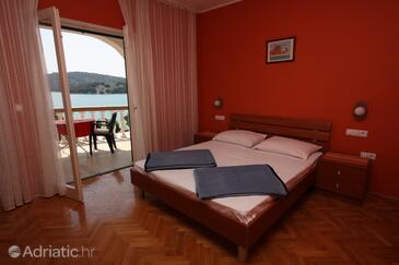 Tisno, Bedroom in the room.