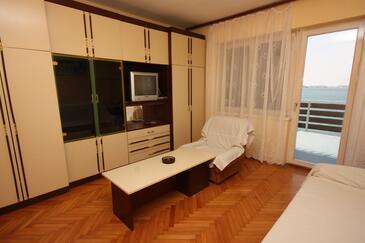 Tisno, Obývací pokoj v ubytování typu apartment, dopusteni kucni ljubimci.
