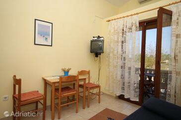 Sabunike, Dining room in the apartment, dostupna klima i WIFI.