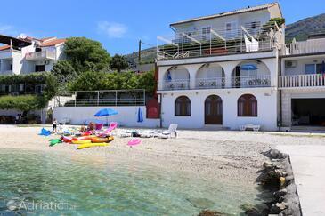 Podstrana, Split, Objekt 6113 - Apartmani blizu mora sa šljunčanom plažom.