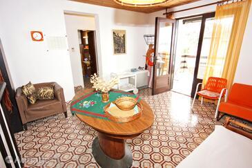 Okrug Donji, Dining room in the apartment, dostupna klima i dopusteni kucni ljubimci.