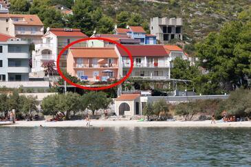 Marina, Trogir, Szálláshely 6116 - Apartmanok a tenger közelében kavicsos stranddal.