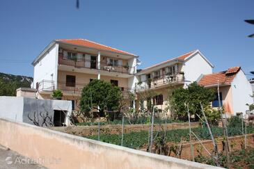 Vinišće, Trogir, Property 6117 - Apartments with pebble beach.
