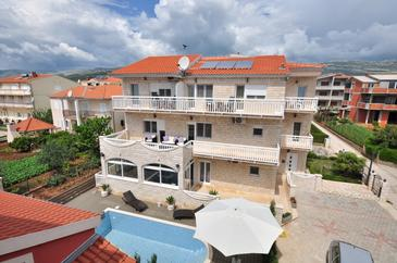 Kaštel Štafilić, Kaštela, Property 6118 - Apartments with pebble beach.
