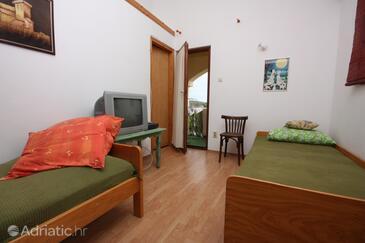 Ljubač, Living room in the apartment, dostupna klima i dopusteni kucni ljubimci.