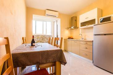 Zadar, Dining room in the apartment, dostupna klima i dopusteni kucni ljubimci.