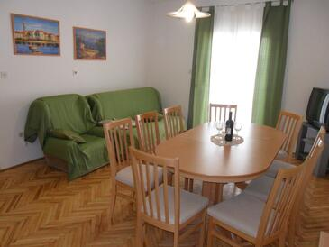 Ljubač, Living room in the apartment, air condition available, (pet friendly) and WiFi.
