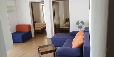 Ražanac, Obývací pokoj v ubytování typu apartment, domácí mazlíčci povoleni a WiFi.