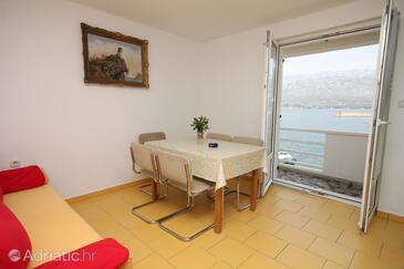 Vinjerac, Dining room in the apartment, dostupna klima i WIFI.