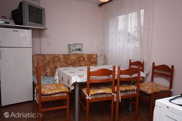 Nin, Dining room in the apartment, dostupna klima, dopusteni kucni ljubimci i WIFI.