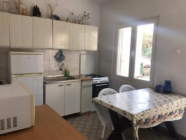 Blaca, Jídelna v ubytování typu apartment.